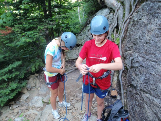 After a short hike to Square Ledge we started with some knots...