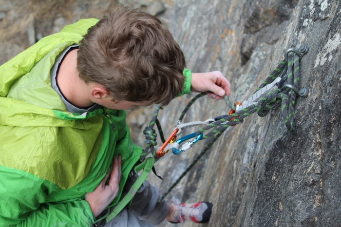 CLEANING AN ANCHOR IN SINGLE PITCH CLIMBING